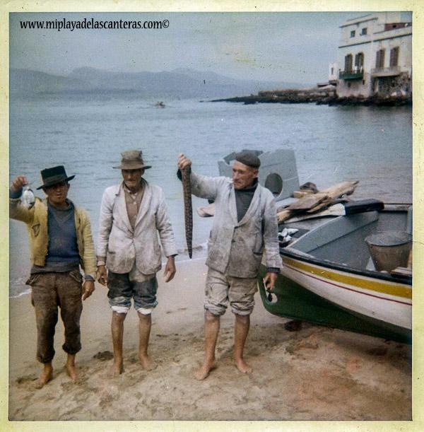 José Perdomo de «Los Paindos» con más pescadores en La Puntilla. Sobre 1960- Colecc. Familia Perdomo.