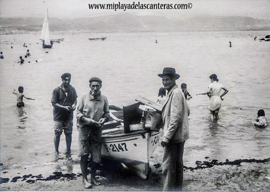 Pescadores. Entre ellos José Perdomo. Sobre 1970- Colecc. Familia Perdomo.