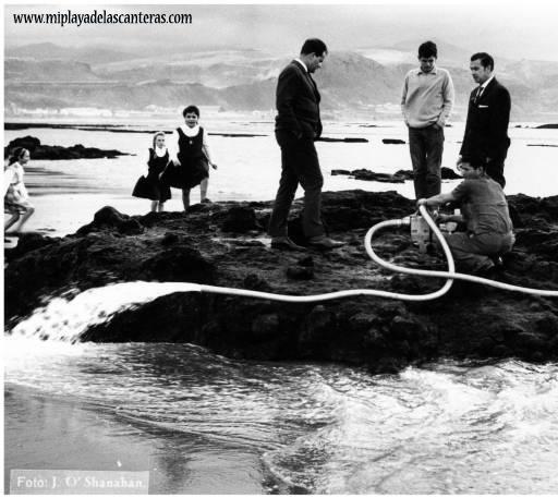 Probando una bomba de agua. Sobre 1965