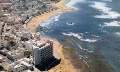 Vista aérea de la playa de Las Canteras a finales de los años 60.