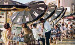 """Terraza del Restaurante """"3 Coronas"""" en La Puntilla. Sobre 1960."""