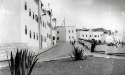 """Casas en las inmediaciones de la actual plaza de Pepe """"El Limpiabotas"""", entrada de El Confital. Sobre 1970."""