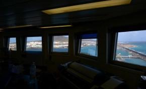 """La Isleta, el puerto y la ciudad desde lo más alto de la plataforma petrolífera """"Ocean Confidence""""."""