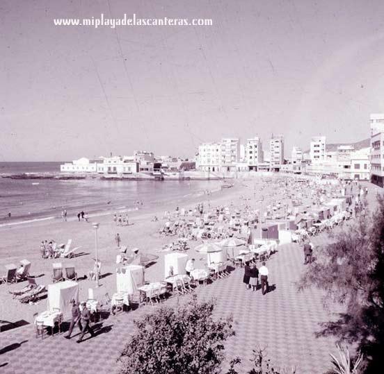 Paseo y playa de Las Canteras. Años 60.