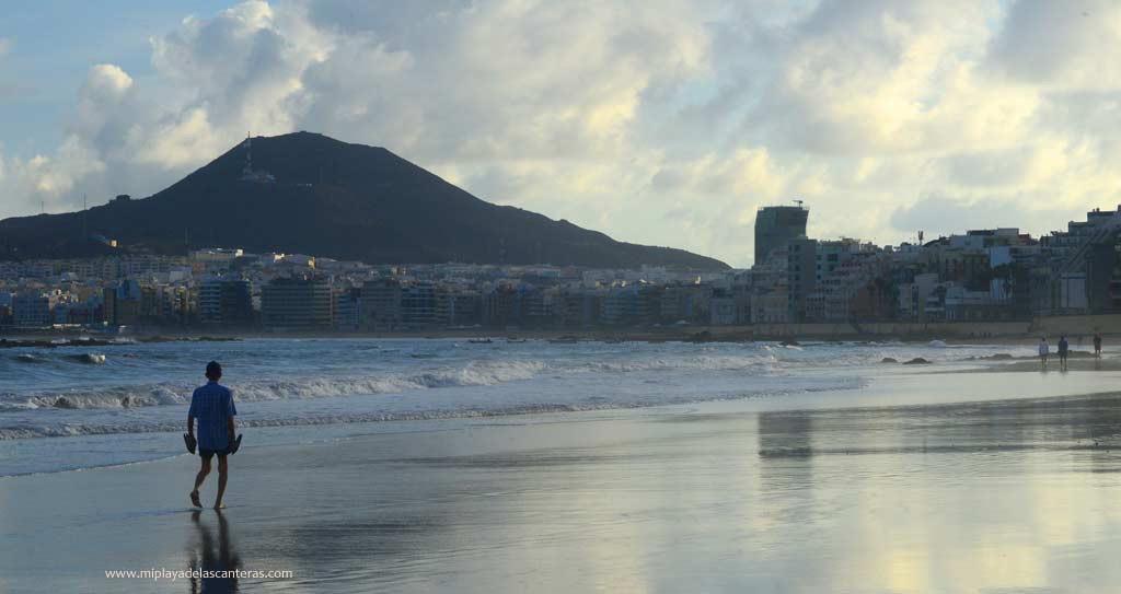 Pasear por espacios azules como las playas se asocia con mejoras en la salud mental