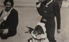 La niña Mª Isabel González Cassasa con su tía Maruca. Sobre 1937