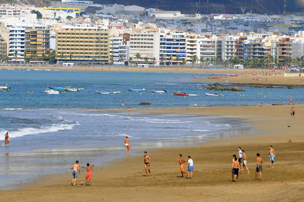 La aprobación definitiva del nuevo Reglamento de Costas y Playas se retrasará varios meses debido al gran numero de alegaciones presentadas