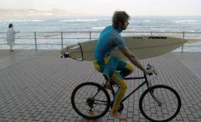 Las bicicletas podrán ir por el paseo de Las Canteras en un horario determinado