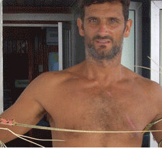 """Entrevista a """"tiburón"""" Anting, un joven surfero de toda la vida"""