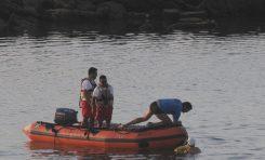 Vea como la Policía Turística de Las Canteras detiene a una furtiva que cada día a marea vacía se llevaba de la Barra Grande decenas de vacas marinas