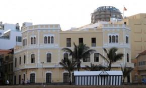 """Edificios protegidos del entorno de la playa de Las Canteras 6 de 8: """"Comandancia de Marina""""."""