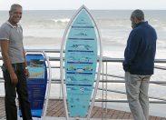 """Se colocan en La Cicer los paneles sobre """"El código del surfing""""/El Ayuntamiento presenta la estrategia """"Surf City"""""""