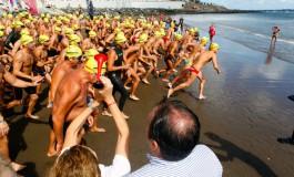 El Festival San Cristóbal Mira al Mar ha celebrado, hoy domingo 27 de octubre, la Primera Travesía a Nado La Laja – San Cristóbal, de 1.800 metros de distancia en aguas abiertas.