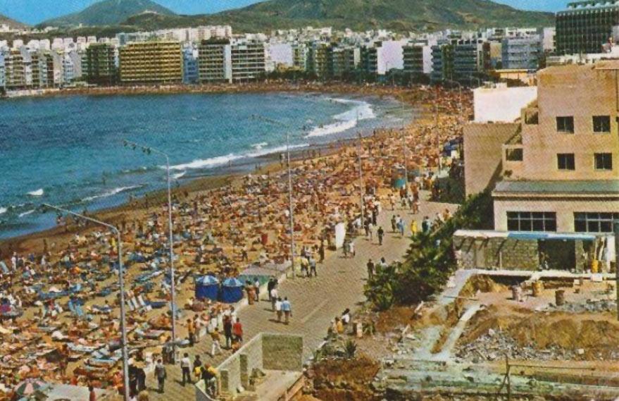 La playa de Las Canteras en los años 70