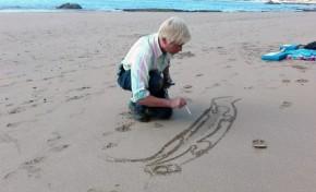 Víctor quiere dibujar un lagarto de 1.200 metros en la arena de Las Canteras