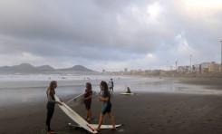 Las Canteras acoge el nacimiento de un proyecto europeo de Surf
