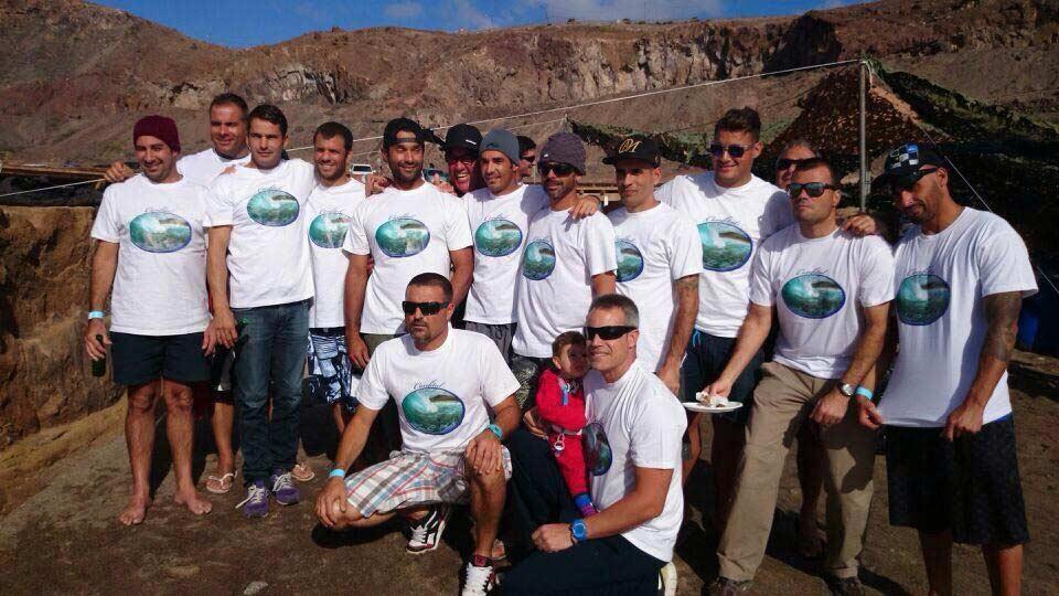 Los 100 deportistas del «Confital Surf Club» reclaman un local para realizar sus actividades