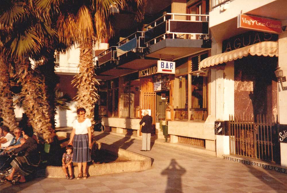 Posando frente al restaurante El Trocadero 1983
