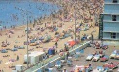 La playa de Las Canteras a mediados de los años setenta