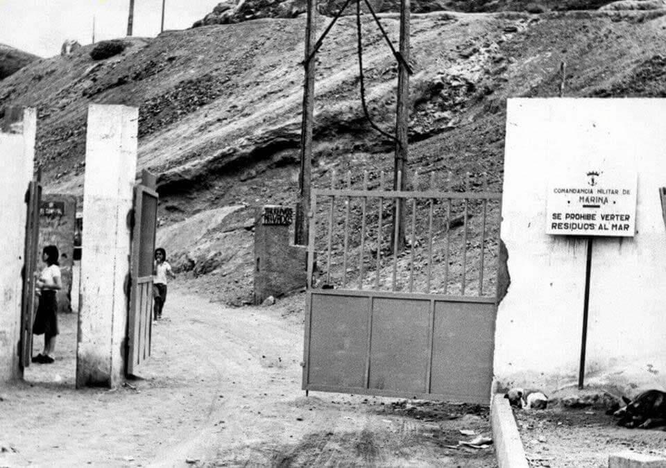 La histórica entrada a El Confital