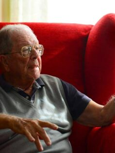 """Antonio Marrero: """"Urge dragar el fondo de Las Canteras, pero no se atreven"""""""