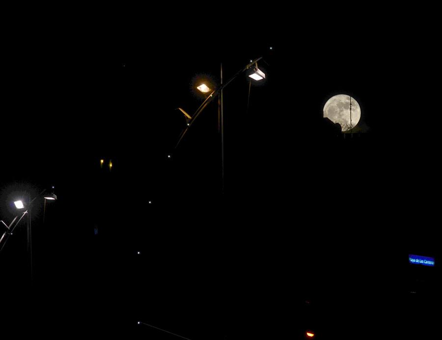 Superluna sobre Las Canteras