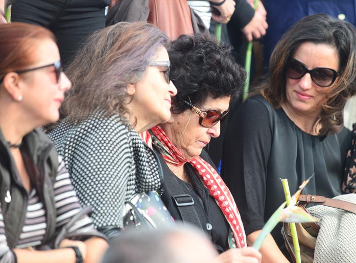 Ana Luisa Benítez, su madre, muestra su dolor.