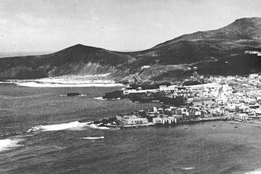 De espaldas al Mar por Vicente Llorca (prologo del libro Las Canteras 1900-2000).