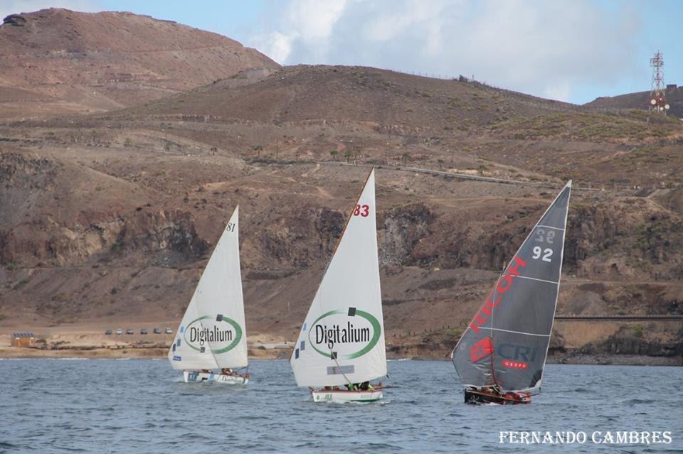 El  Sofcan- Canarias Ambiental sigue líder de la Liga Insular tras las regatas de este sábado en la bahía de El Confital