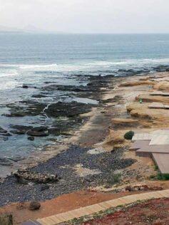 El periódico La Provincia publica que El Confital sufre un nuevo episodio de contaminación