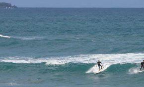 """El código del surfing """"no saltes ni robes olas"""""""