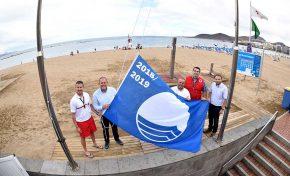 La Bandera Azul 2018-2019 ya ondea en Las Canteras