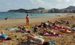 Yoga en la orilla de Las Canteras