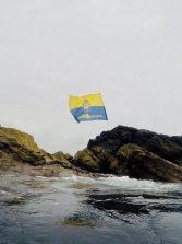 La bandera de la UD homenajea en la Peña al equipo en el inicio de la liga