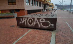 """Acto de vandalismo en la escultura """"Los nadadores"""" del artista Miguel Panadero"""