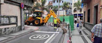 Comienzan las obras para ampliar la plazoleta Farray y la acera de la calle Doctor Grau Bassas