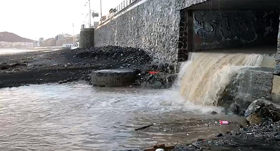 ¿ Tienen solución las escorrentías del barranco de la Ballena cada vez que llueve con algo de intensidad ?