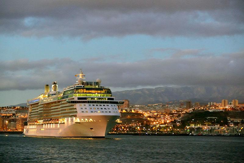 The World, el barco de los millonarios, anima las escalas de cruceros en Las Palmas de Gran Canaria en el tramo final de noviembre