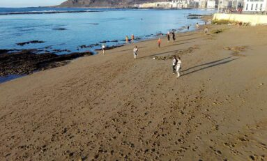 La arena vuelve a la Playa Chica