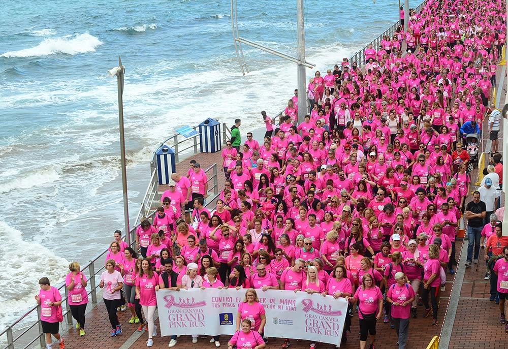 La marea rosa invadió el paseo de Las Canteras