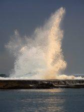 Una ola baila sobre la Barra Grande