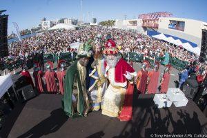 La ciudad recibe a los Reyes Magos en la Base Naval