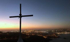 En la cruz de la montaña de El Confital habrá un pequeño mirador