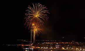 Las Palmas de Gran Canaria da la bienvenida a 2020 desde Las Canteras con las campanadas de RTVE