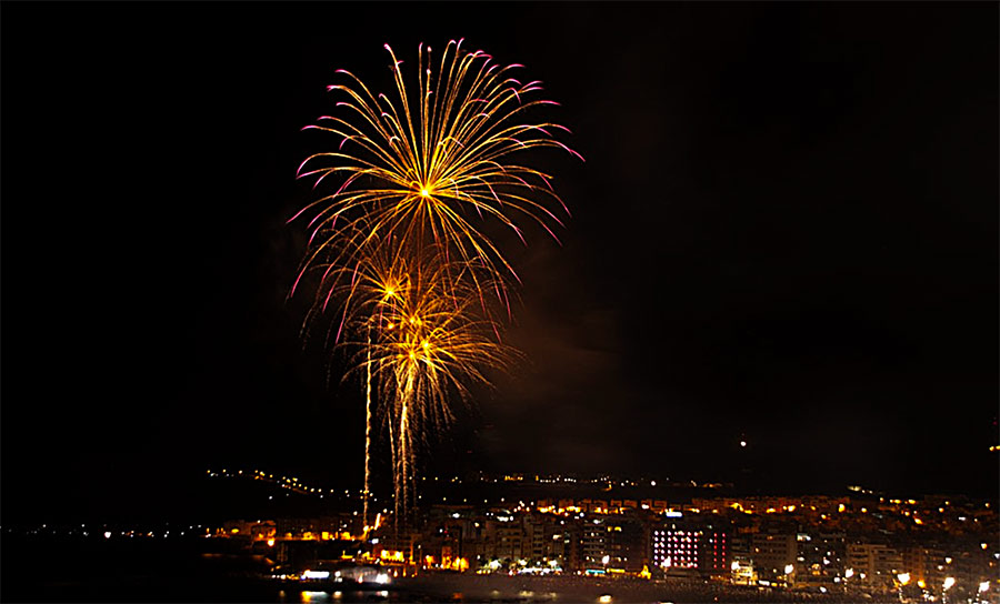 La ciudad dará la bienvenida al año nuevo en Las Canteras con música y fuegos en ambos extremos de la playa
