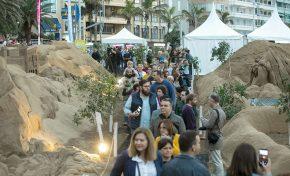 El Belén de Arena de Las Canteras atrae más de 15.000 visitantes en su primer fin de semana