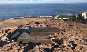 Un banco en la cima de la montaña de El Confital