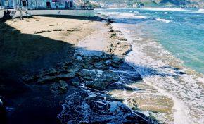 Las mareas desnudan a la Playa Chica