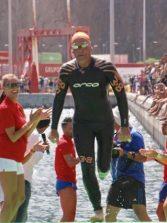 Carmelo Santana busca apoyos para su reto de dar la vuelta a Gran Canaria nadando