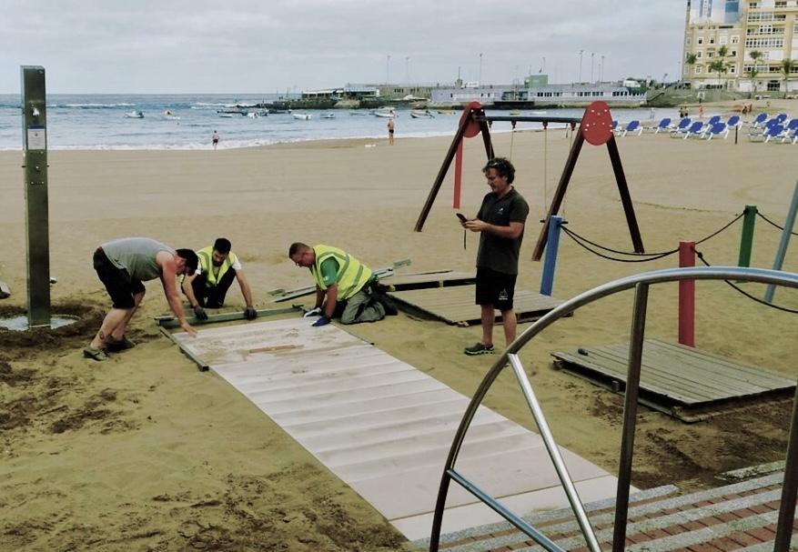 Se sustituirán las pasarelas de madera de la playa por unas de material antideslizante